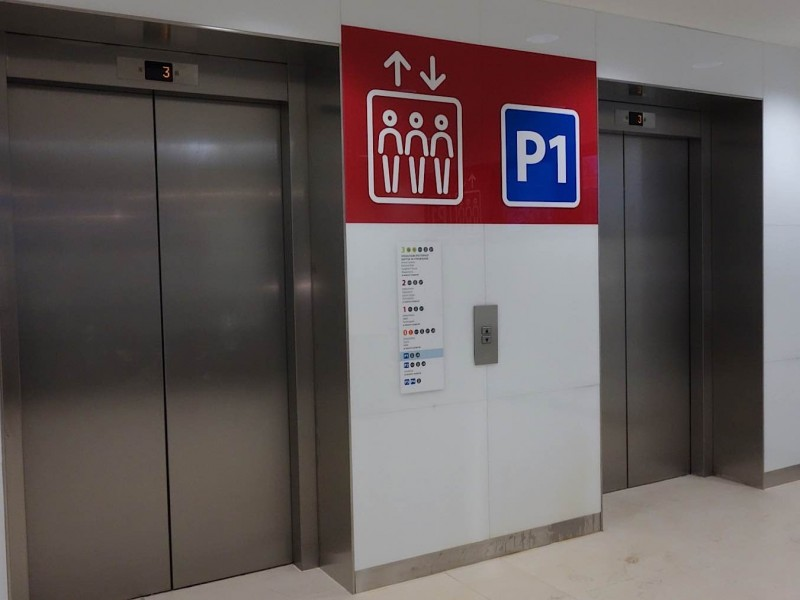 Bulgaria-Mall-car-park-lobby-signage