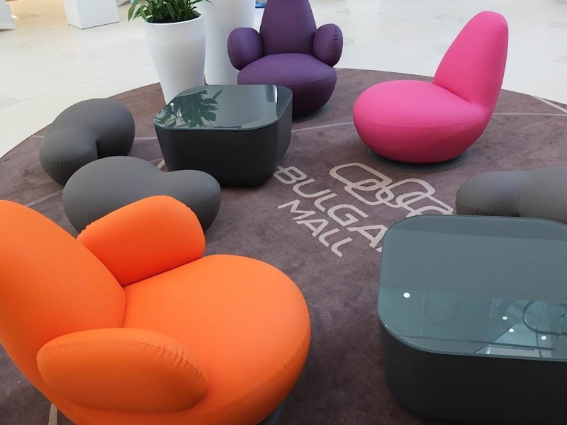 Bulgaria-Mall-feature-seating-and-branded-rugs