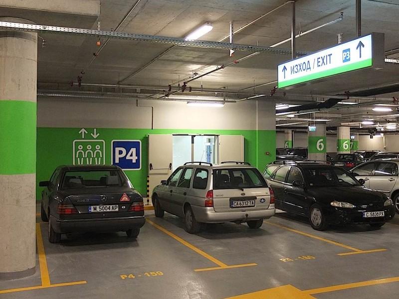 bulgaria-mall-carpark1