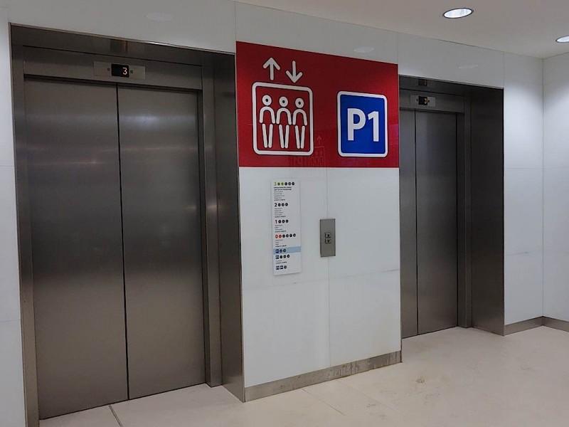 bulgaria-mall-lift-signage