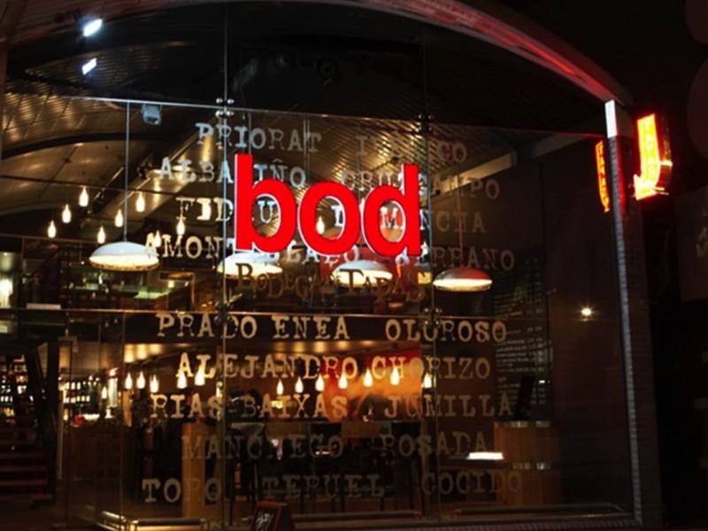 Bodega-de-tapas-restaurant-signage-and-fascia